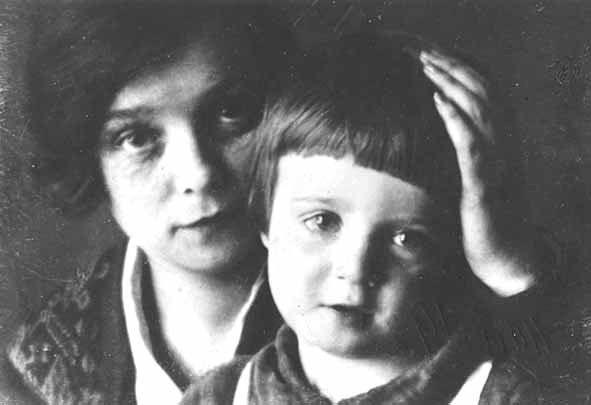 Надежда Вольпин с маленьким Алеком. Май 1928 г. Фото Альценберга.