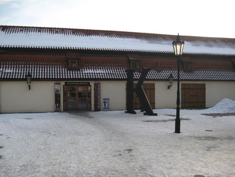 Вход в музей. фото