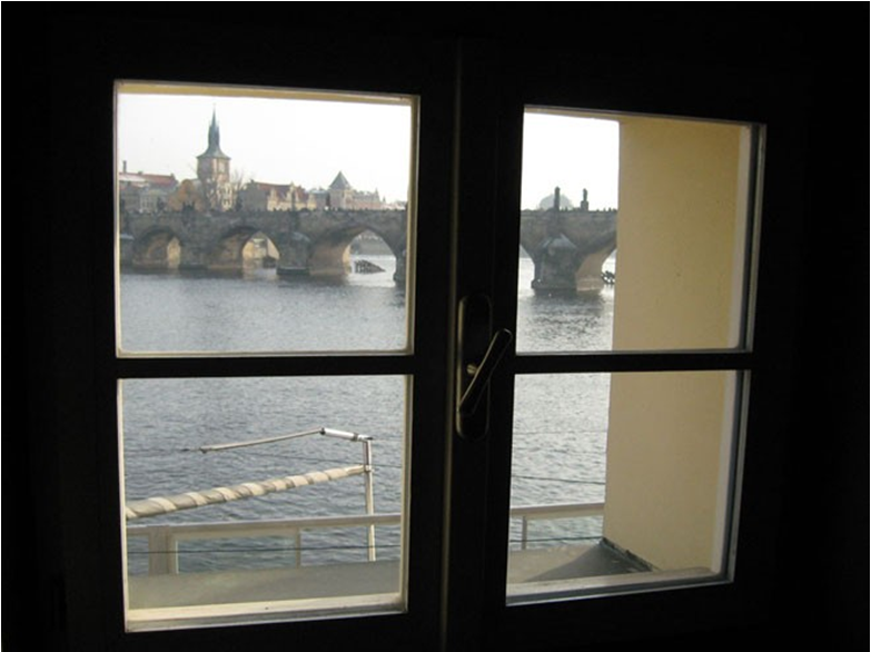 То самое окно в холле. фото