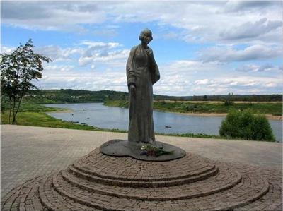 Памятник Марине Цветаевой. фото