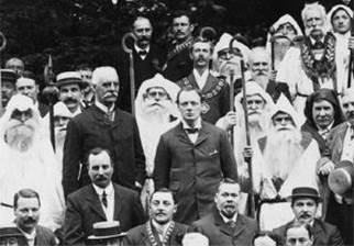 Черчилля принимают в ложу (рощу) Альбиона Древнего ордена друидов. 15 августа 1908 года.
